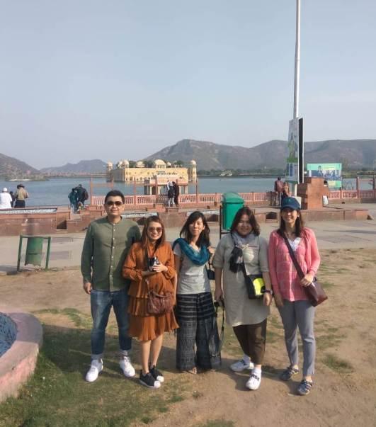 Jaipur Delhi Taxi in Group