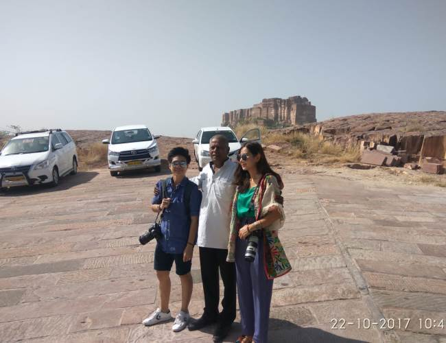2 taxi and Clint with Driver in jodhpur