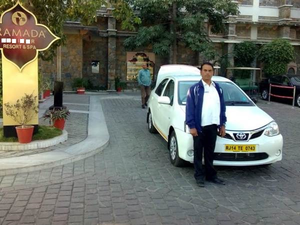 taxi and driver in haridwar
